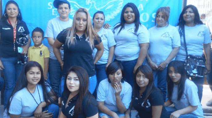 Fotos de mujeres reunidas en un Centro de Rehabilitación para Mujeres